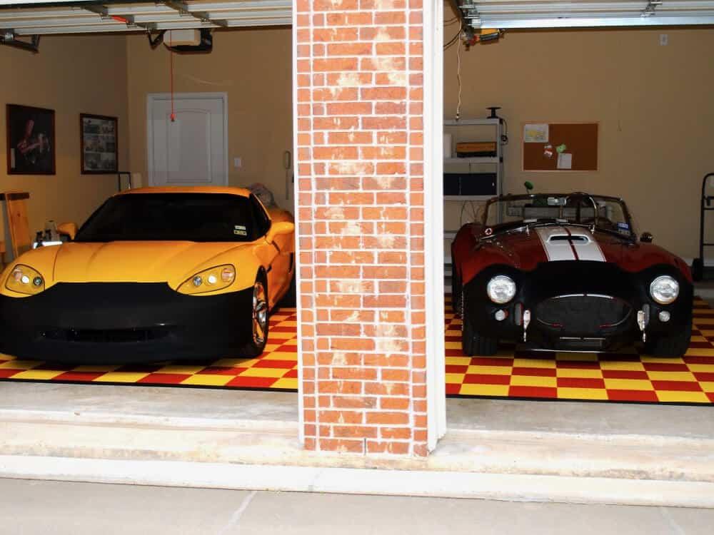 Coin Toop Garage Flooring - Corvette Front ModuTile